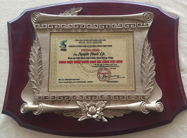 The Vietnam Ornamental Biology Association Central Committee awarded the Title of Vietnam Landscape Artist (National Level Artist) in 2014 (The Most Noble Title of an Ornamental Biologist)